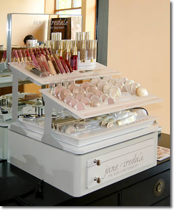 Tangerine Salon has professional cosmetologists to apply make-up for wedding parties and special occasions.